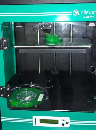 Impressora 3D em funcionamento